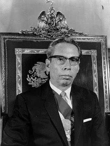 Gustavo Díaz Ordaz, asume el mando del Poder Ejecutivo