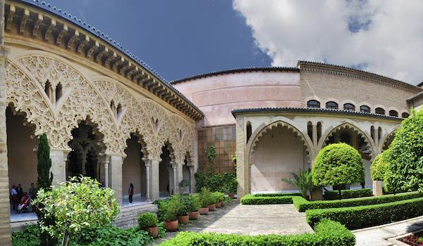 Se inicia la construcción del palacio de la Aljafería de Zaragoza