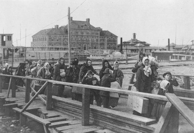 La isla de Ellis comienza a recibir inmigrantes a EEUU