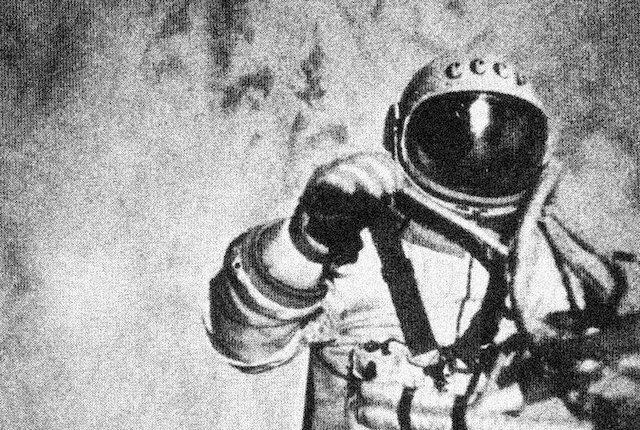 Primera caminata espacial
