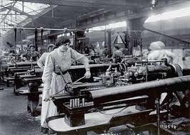 Al personal de mantenimiento correctivo se le comenzó a asignar labores de prevención para evitar que las maquinas mas importantes fallaran.(NACIERON LOS DEPARTAMENTOS DE MANTENIMIENTO PREVENTIVO).