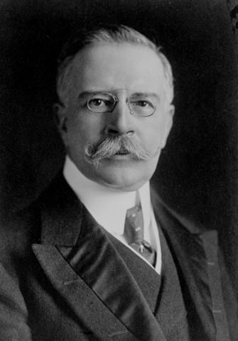 Francisco León de la Barra asume la presidencia
