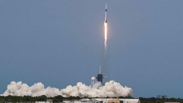 SpaceX y la NASA lanzan cápsula Crew Dragon hacia la EEI
