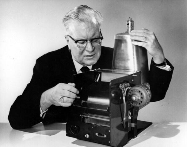 Primera fotocopiadora.