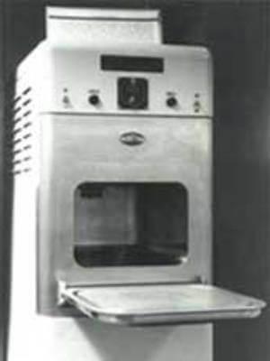 Surgimiento del horno microondas.