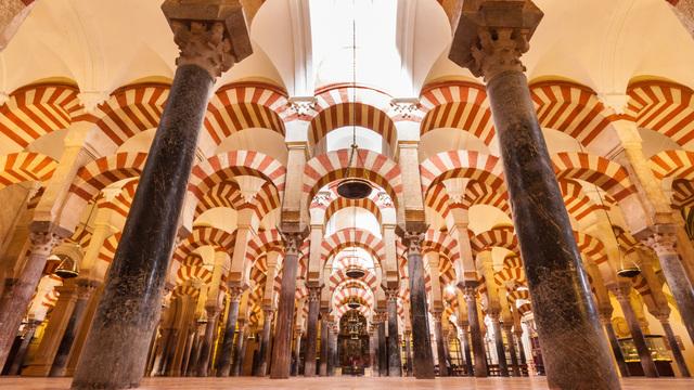 Abderramán I inicia la construcción de la mezquita de Córdoba