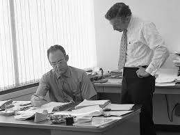 Robert Noyce y Gordon Moore fundan la corporación Intel.