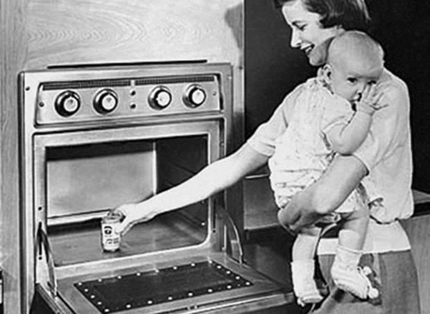 O forno micro-ondas foi criado em 1945 no começo da guerra fria.