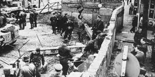 La construcción del muro del Berlín.