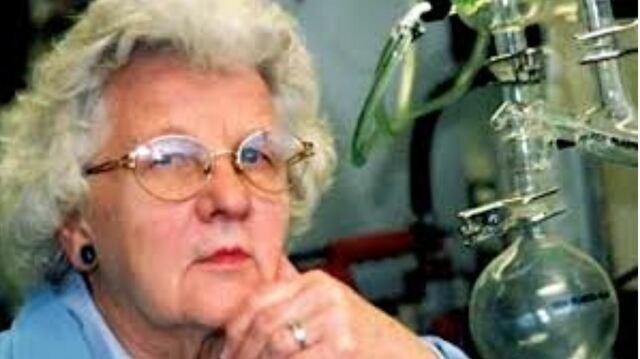 Lillian Moller Gilbreth apodada la Primera dama de la Ingeniería fue una ingeniera y psicóloga estadounidense, cuyos trabajos se desarrollaron principalmente en el área de ingeniería industrial.