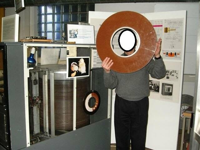 Primer disco duro en el sistema RAMAC 305