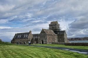 Columba founds monastery on Iona