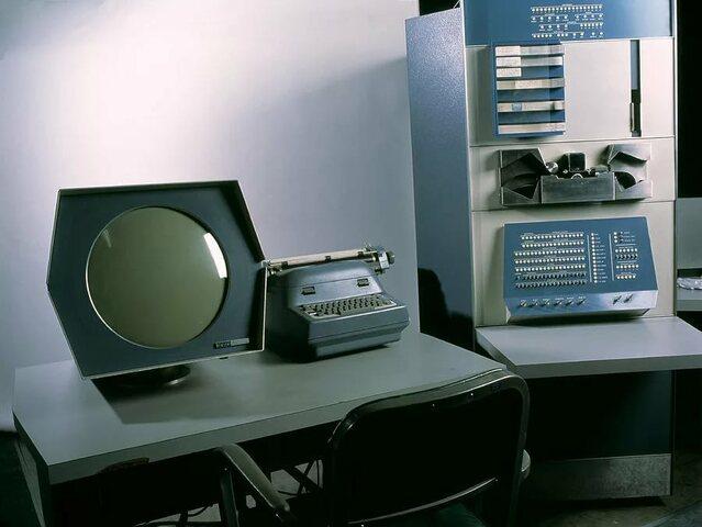 компания DEC представила первый мини-компьютер PDP-1 (Programmed Data Processor), стоимость которого составляла 120 000 долларов. Это был первый коммерческий компьютер, оснащённый клавиатурой и монитором.