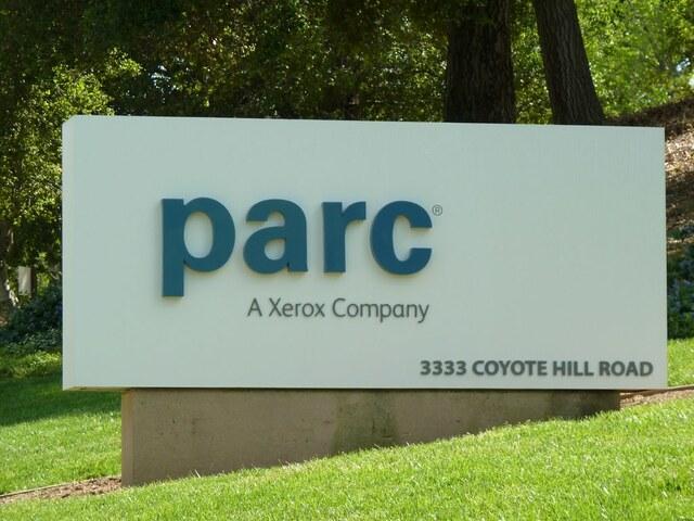 исследовательский центр Xerox PARC представил Xerox Alto — первый в мире образец компьютера с оконным (графическим) интерфейсом.