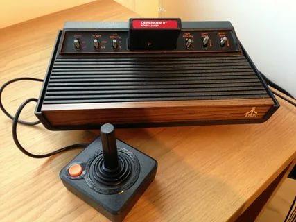 В ноябре 1979 года начинаются массовые продажи домашних персональных компьютеров Atari 400/800. Являясь развитием популярной приставки Atari 2600 эти модели послужили стартом для целой линейки весьма популярных домашних компьютеров.