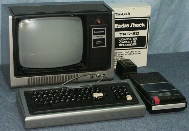 В 1980 году в TRS-80 Color Computer впервые в персональном компьютере использована многопользовательская и многозадачная операционная система OS-9.