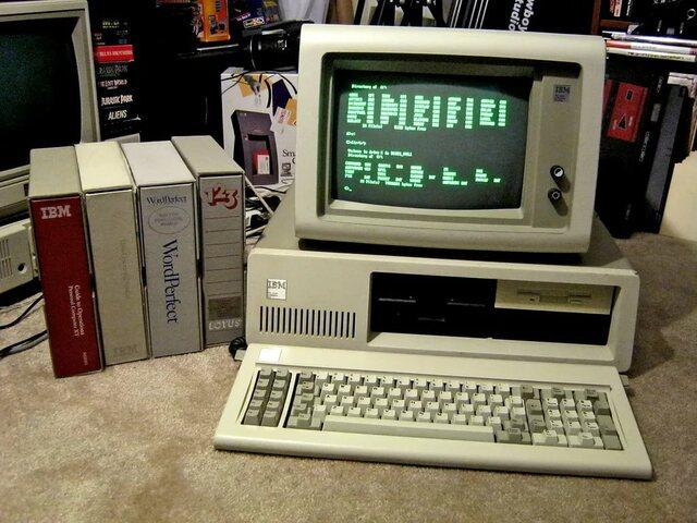В 1983 года на смену IBM PC пришёл IBM PC/XT, включавший в себя жесткий диск.