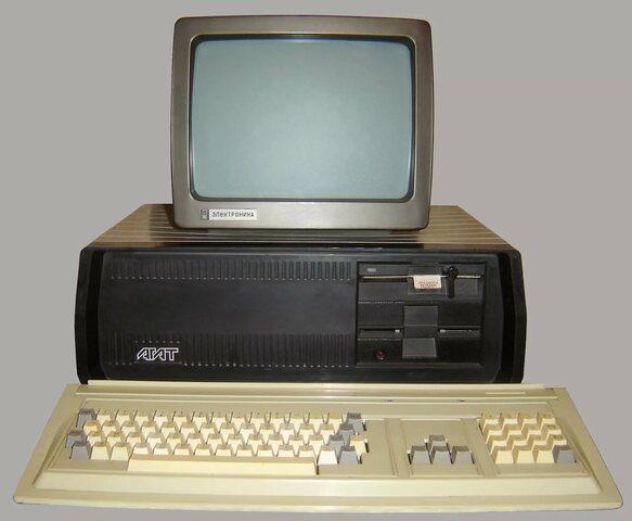В 1984 году — первый серийно выпускаемый отечественный персональный компьютер «АГАТ».