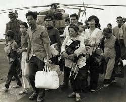 Saigón cae en manos comunistas.