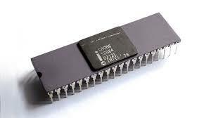 Intel выпустила первый 16-битный центральный процессор Intel 8086.