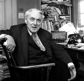 Ragnar Frisch (1895-1973) acuña el termino Macroeconomía