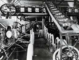 Henry Ford aplica el concepto de línea de ensamble coordinado