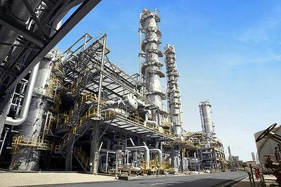 La industria petroquímica(derivados del petróleo) crea satisfactores sustitutos de productos tradicionales