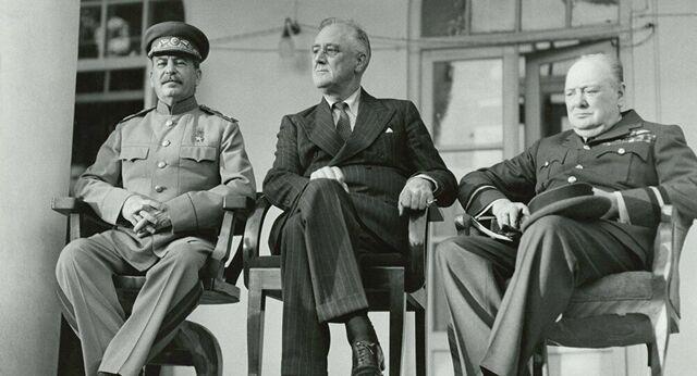 Stalin, Churchill e Roosevelt decidono le sorti del mondo