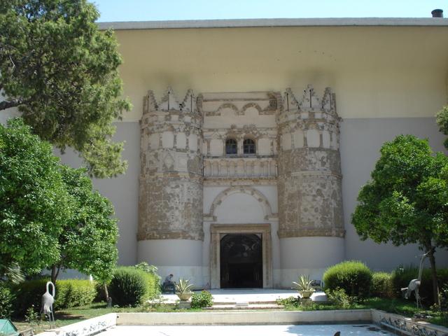 Qasr al Hayr al-Gharbi. (Sureste de Palmira).