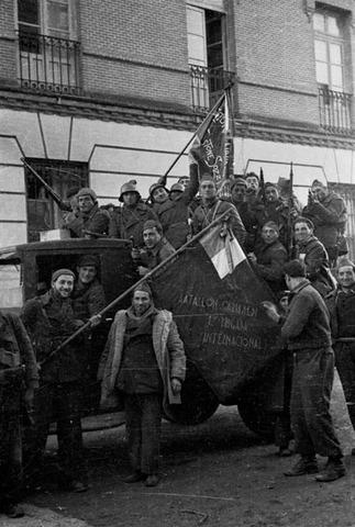 Els italians de la Brigada Garibaldi lluiten contra els seus compatriotes feixistes a Guadalajara.