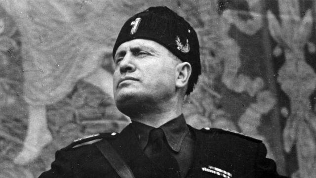 El govern rus acusa Mussolini davant el Comitè de No Intervenció d'haver enviat a desenes de milers de soldats a la guerra a Espanya.