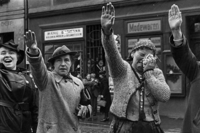 Salutació feixista-falangista