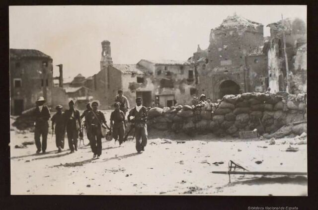 El general Yagüe, a el front d'unitats marroquines, pren la plaça de Belchite.