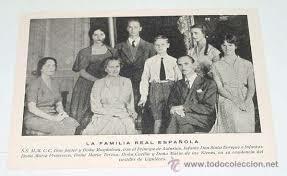 La família reial espanyola, exiliada a París des de la instauració de la República, recupera per decret la ciutadania espanyola i les seves propietats.