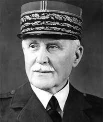 El mariscal Philippe Pétain presenta les seves credencials com a ambaixador de França davant Franco.