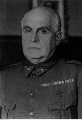 Les tropes nacionals, a el comandament de l'general Espinosa dels Monteros, entren a la capital.