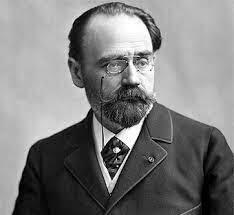 Nacimiento de Émile Zola.