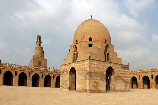 La mezquita de ibn Tulum. por Ahmad ibn Tulum.