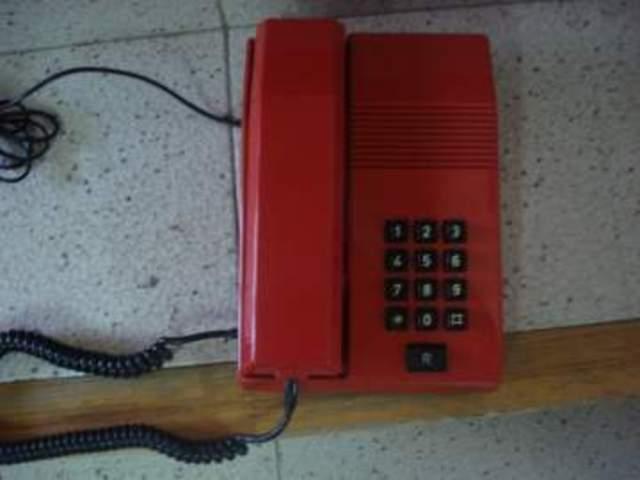 Primer teléfono fijo