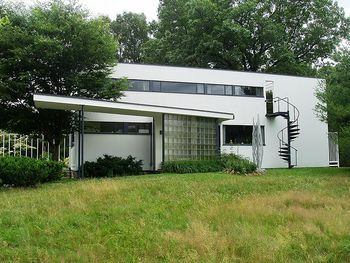 Casa Gropius (Massachusetts) por Walter Gropius y Marcel Breuer.