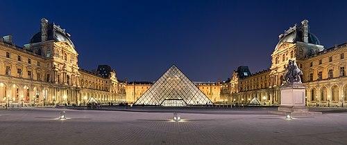 Pirámide del Museo del Louvre. por Ieoh Ming Pei.