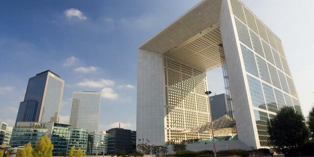 Arco de La Défense. (París) por François Mitterrand.
