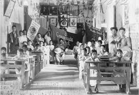 Responsabilidad de los precarios sistemas educativos que había en el país.
