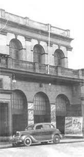 Un incendio destruye el viejo Teatro Nacional