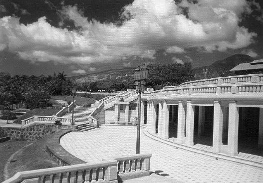 Se establece el Parque Cuscatlán