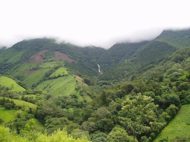 El Salvador, Guatemala y Honduras acuerdan que su límite común seria el cerro Monte Cristo en las fuentes del Río Frío.