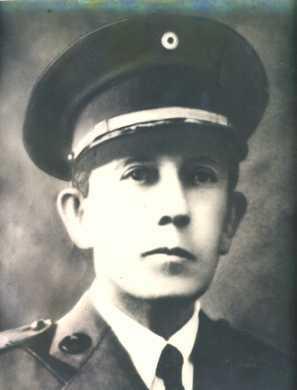 El General Salvador Castaneda Castro toma posesión del cargo de Presidente.