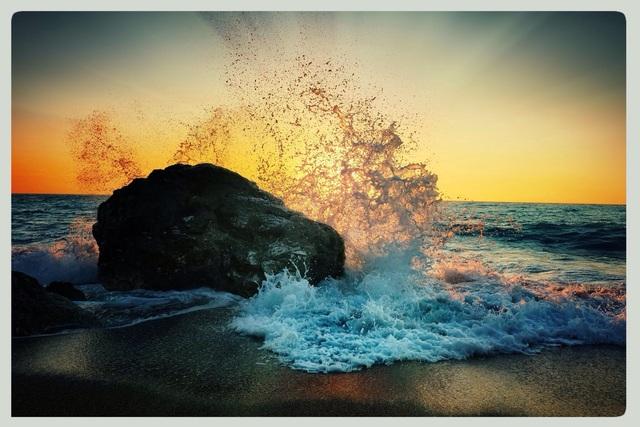 Αριστοτέλης Βαλαωρίτης - Ο Βράχος και το Κύμα