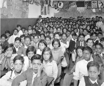 La educación primaria al final de los 50s la creciente demanda no estaba siendo atendida por un sistema educativo, tradicional y rebasado.