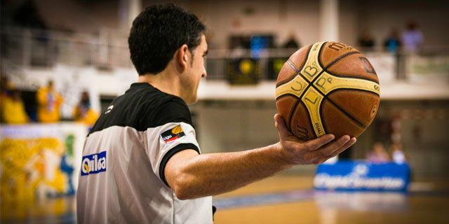 Árbitros en baloncesto